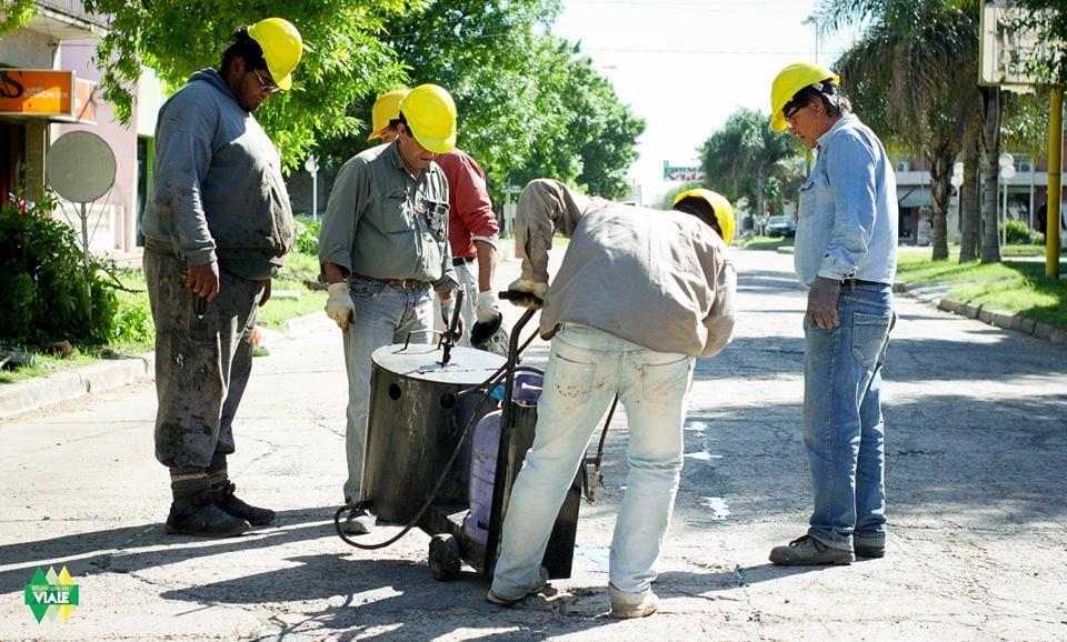 Se llevan a cabo labores de bacheo y sellado en las calles