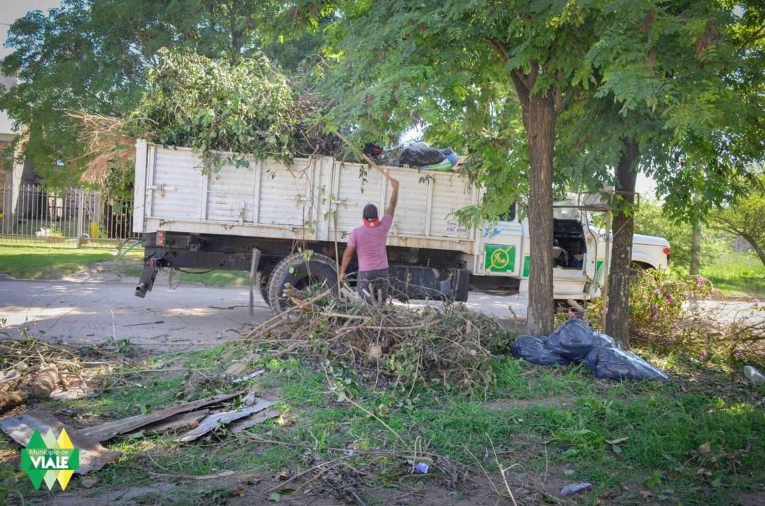 Tareas de limpieza y mantenimiento en la vía pública