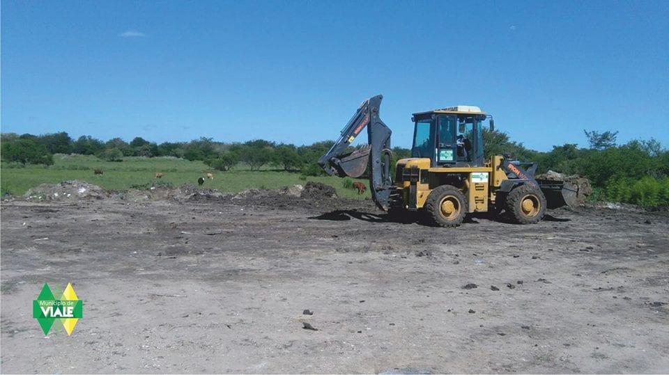 El Municipio realiza movimiento, nivelación y relleno de terrenos