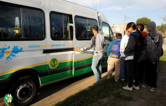 Comenzó el transporte escolar para alumnos de la escuela integral Nº 16