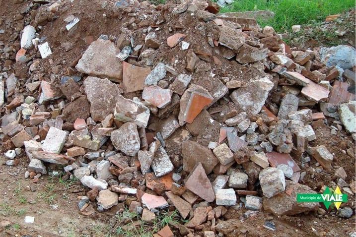 Escombros en la vía pública