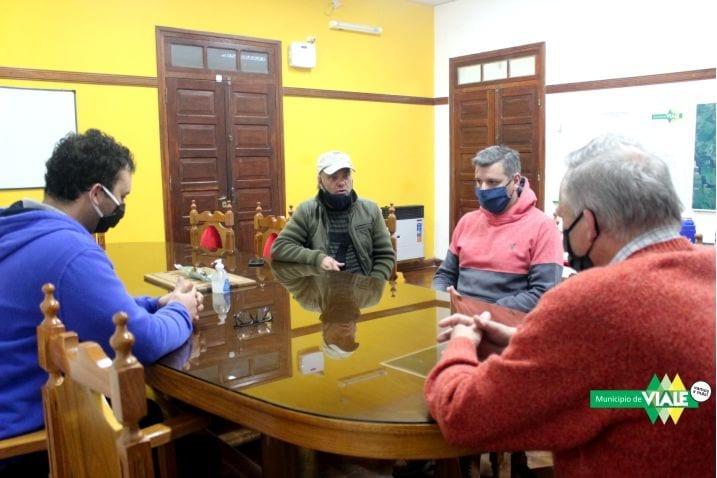 Reunión con dueños de canchas de fútbol 5 de Viale